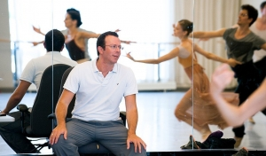 Alexei-Ratmansky-in-rehearsal-photo-by-Sian-Richards